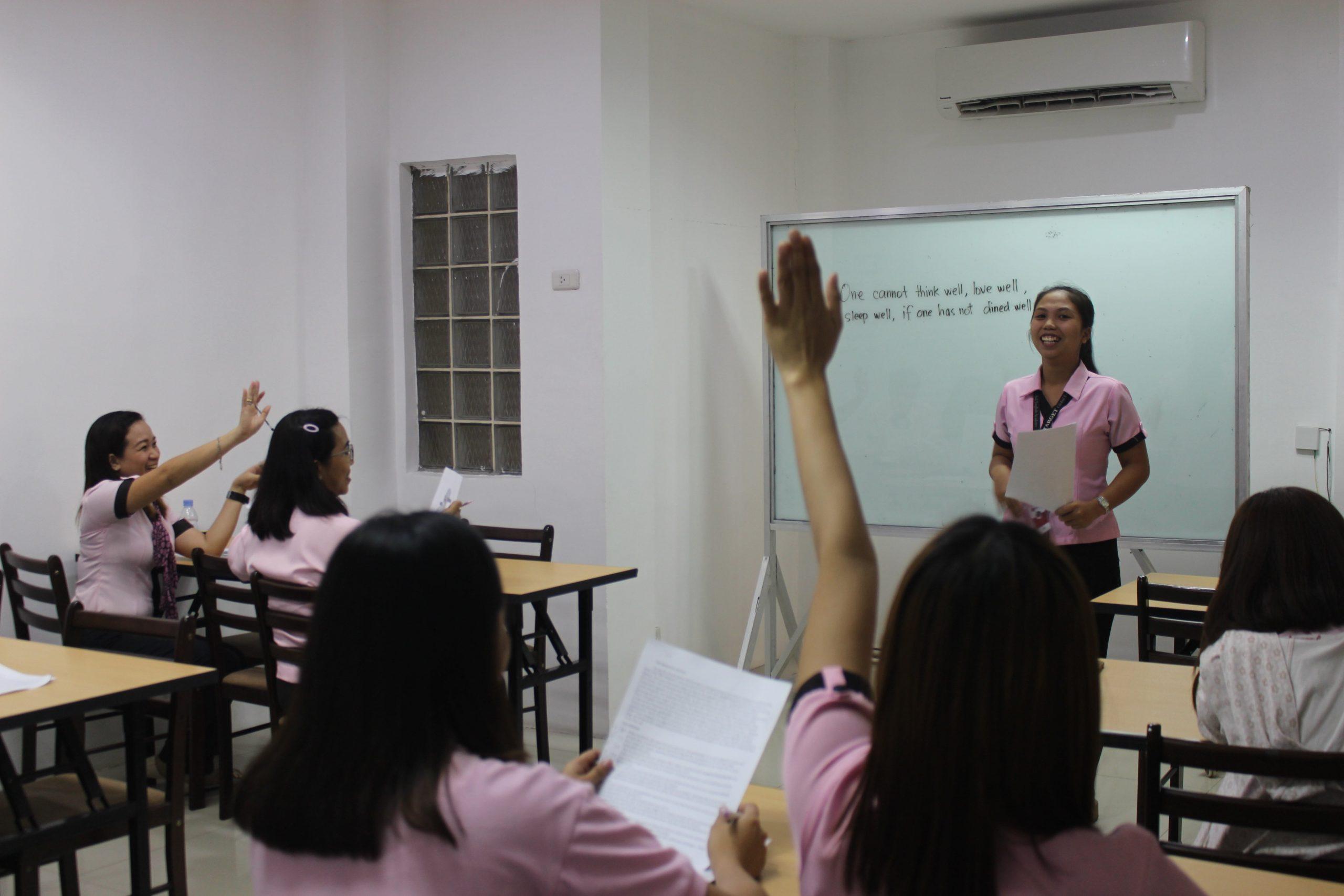 Giáo viên trường anh ngữ Target được đào tạo một cách bài bản trước khi lên lớp
