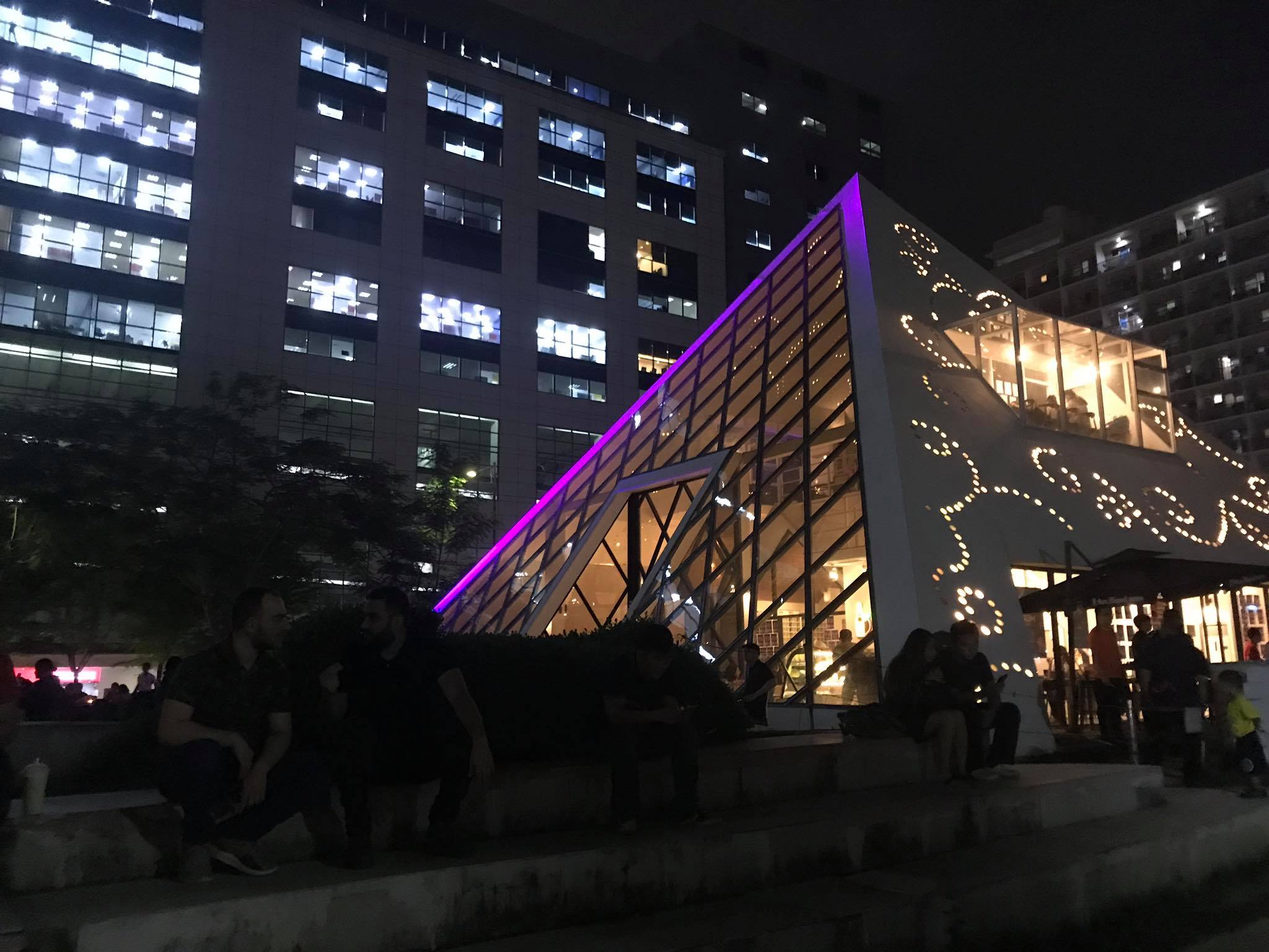 nha-hang-pyramid-IT-Park-cebu-philippines-1